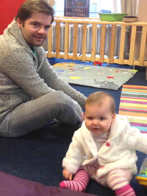 Lily Anička s tatínkem v cukrárně
