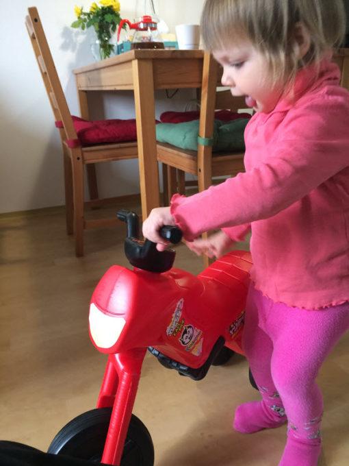 lily-anna-2-roky-motorka