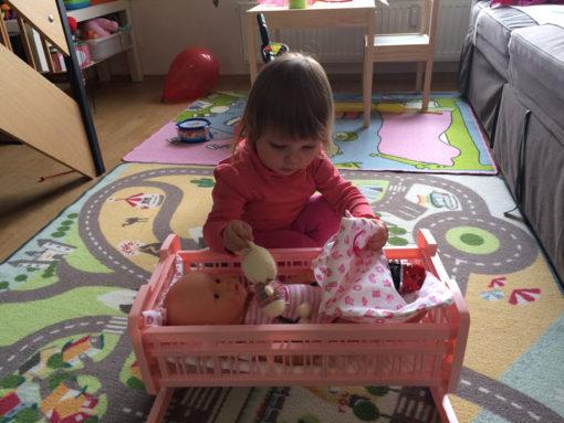 lily-anna-2-roky-postylka