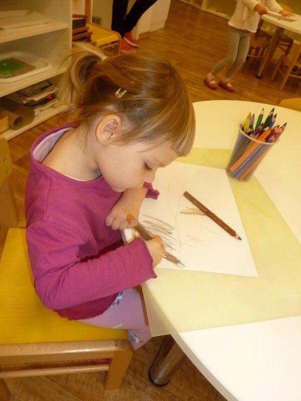 Lilinka kreslí černočernou tmu. Temné začátky