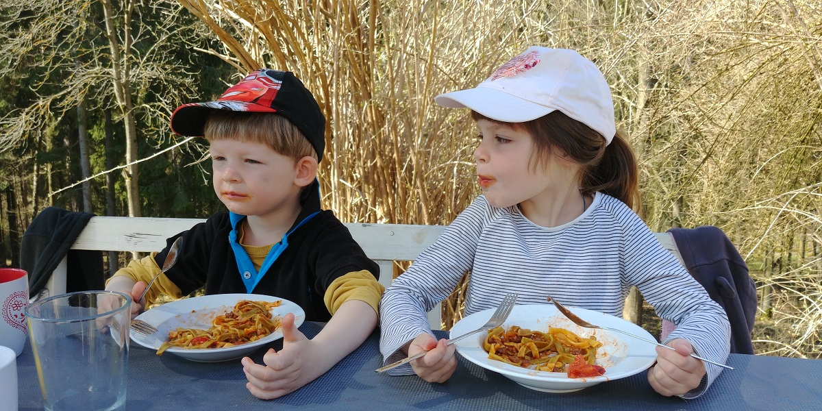Přesouváme se do venkovní jídelny